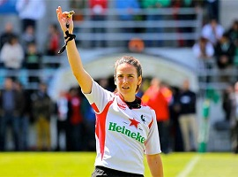Alhambra Nievas, première arbitre de rugby féminin à arbitrer un test-match masculin