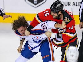 Bagarre et règlement au hockey